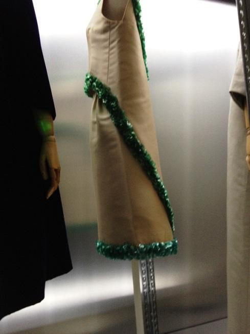 שמלת קוקטייל בהשראת הכובע