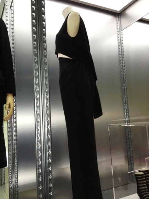 שמלה שחורה קטנה המבוססת על אותו נושא השראה