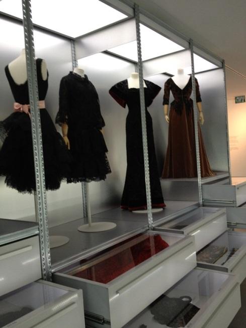 שמלות שחורות שנראות עדכניות