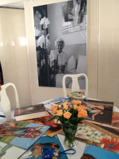 פרחים וברקע תמונה של גברת גוטליב