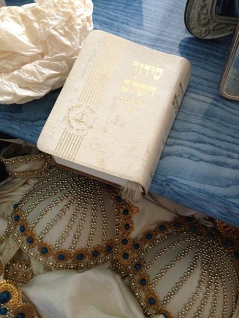 סידור תפילה שהיה בתוך מגירת הדגמים