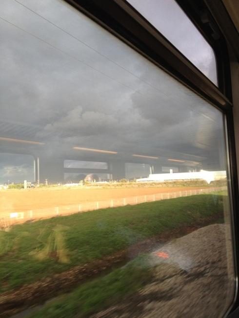 הנוף המלנכולי מחלון הרכבת