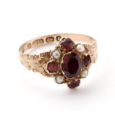 טבעת ויקטוריאנית חתומה עם אמטיסט ופנינים