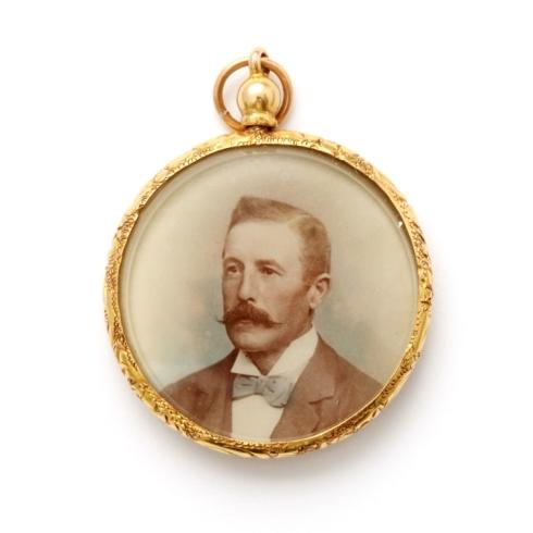 תליון ויקטוראני עם מסגרת זהב