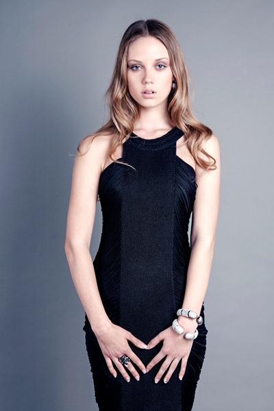 שמלה שחורה קטנה עם טאץ' ייחודי
